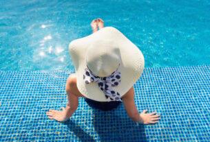 piscine et pierre de Bali