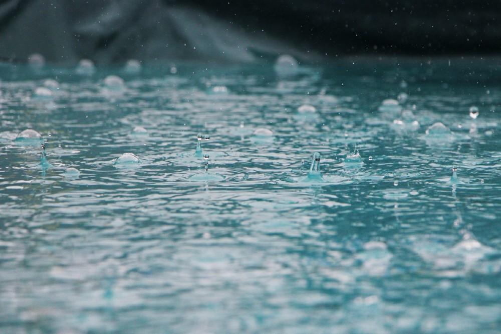 pluie flaques eau